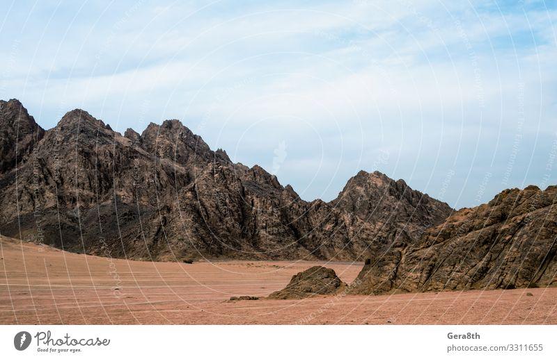 felsige berge in der wüste in ägypten Ferien & Urlaub & Reisen Tourismus Ausflug Sightseeing Sommer Berge u. Gebirge Natur Landschaft Sand Himmel Wolken Klima