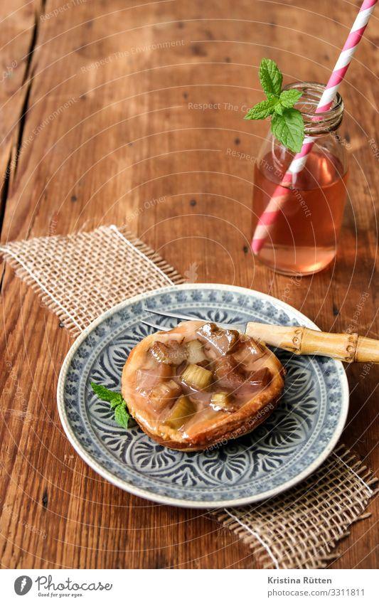 rhabarberrhabarber Frucht Kuchen Dessert Süßwaren Ernährung Kaffeetrinken Getränk Erfrischungsgetränk Limonade Saft Trinkhalm Lifestyle Sommer Frühling lecker