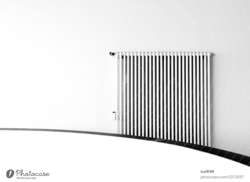 Heizung und Kurve weiß Wärme Wand Gebäude Mauer grau Design hell Linie modern elegant ästhetisch Energie Klima trocken Konzentration
