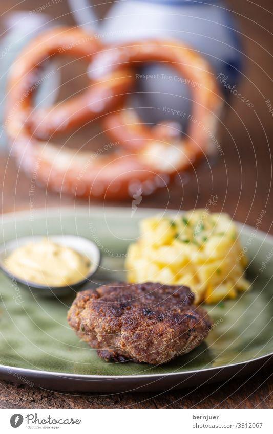 Pflanzerl Fleisch Gemüse Teller Holz grün Fleischklösse pflanzerl Kartoffelsalat Hackfleisch Rindfleisch gebraten fleischpflanzerl Essen Fleischbällchen Küche