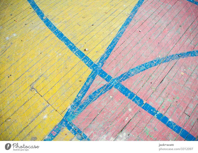 Grund & Boden Holzfußboden Linie Schilder & Markierungen Markierungslinie dreckig einfach lang retro unten blau gelb rot Stimmung Farbe Genauigkeit Mittelpunkt