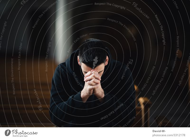 beten Lifestyle Stil Gesundheit Krankheit ruhig Mensch maskulin Junger Mann Jugendliche Erwachsene Leben Gesicht 1 Kunst dunkel Trauer Gebet Glaube