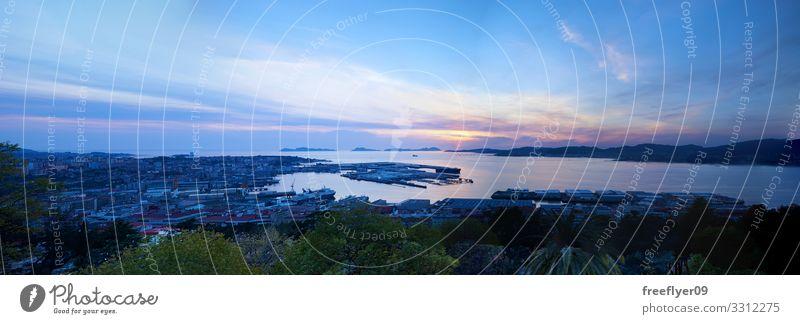 Ría de Vigo Ferien & Urlaub & Reisen Tourismus Strand Meer Haus Landschaft Himmel Küste Galicia Skyline Hafen Gebäude Wasserfahrzeug blau Bucht Spanien Aussicht