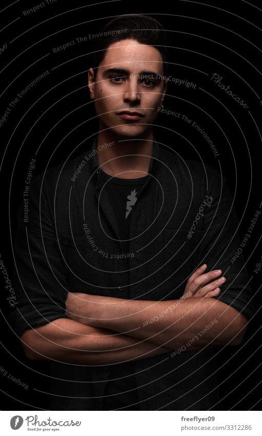 Low Key Porträt eines jungen Mannes Lifestyle Haut Gesicht Business Karriere Erfolg Mensch maskulin Erwachsene Jugendliche 1 18-30 Jahre Hemd Denken Lächeln