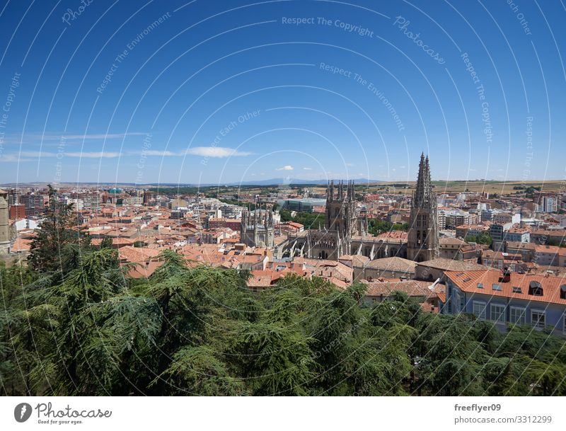 Panoramablick auf die Stadt Burgos in Spanien schön Ferien & Urlaub & Reisen Fluss Stadtzentrum Skyline Kirche Gebäude Architektur Fassade Fluggerät Stein alt