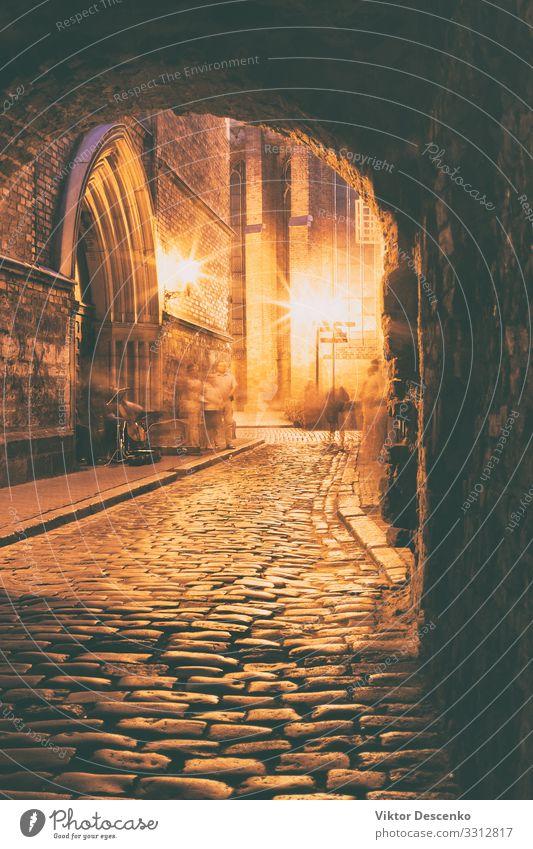 Steinstraße in der Abendstadt Riga schön Ferien & Urlaub & Reisen Tourismus Winter Haus Lampe Ostsee Stadt Gebäude Architektur Fassade Straße alt dunkel