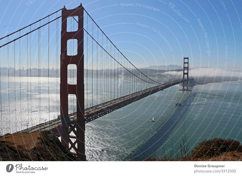 Golden Gate Bridge in San Francisco USA Ferien & Urlaub & Reisen Sommer Sonne Strand Meer Hauptstadt Stadtzentrum Skyline Sehenswürdigkeit Wahrzeichen Brücke