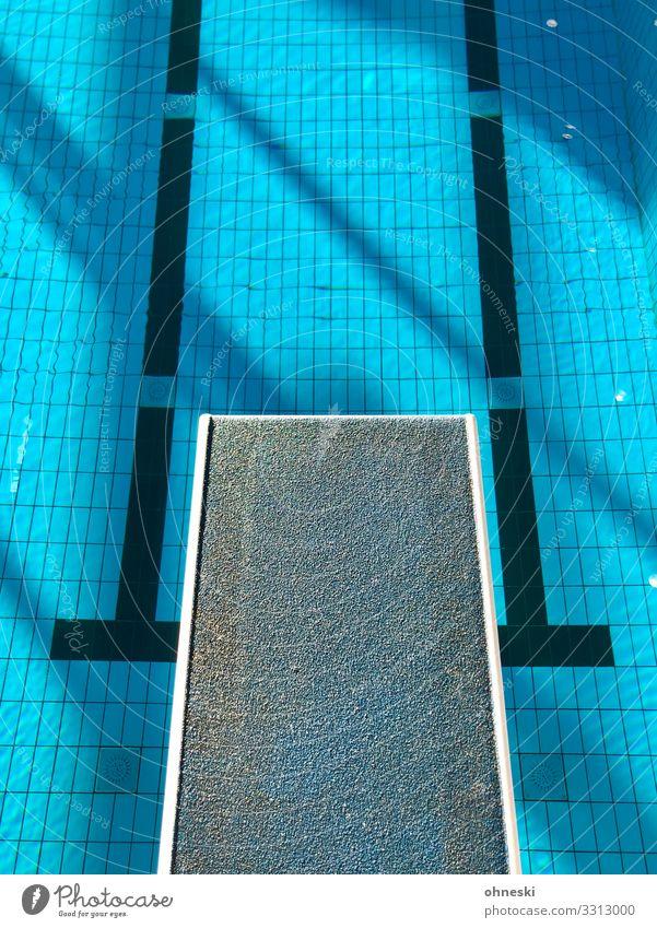 Sprungbrett Schwimmen & Baden Schwimmbad springen Farbfoto blau Wasser