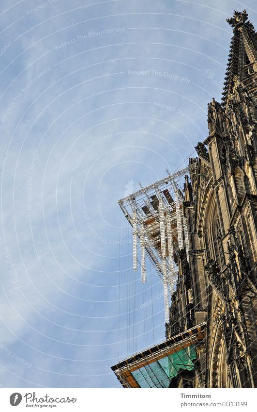 Hochbaustelle Städtereise Himmel Schönes Wetter Köln Bauwerk Gebäude Architektur Sehenswürdigkeit Wahrzeichen Denkmal Kölner Dom Stein Glas Metall ästhetisch