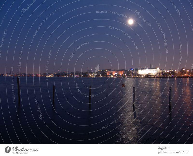 hamburg bei nacht dunkel Küste Hamburg Mond