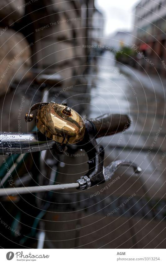 ein kleines Stück Nostalgie am Straßenrand Lifestyle Stil Design Fitness Fahrradtour Sport Fahrradfahren Umwelt Klimawandel schlechtes Wetter Regen