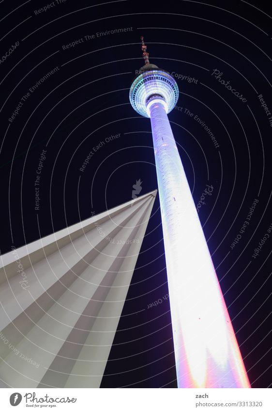 Begegnungen Himmel Nachthimmel Berlin Stadt Hauptstadt Stadtzentrum Menschenleer Turm Architektur Sehenswürdigkeit Wahrzeichen Fernsehturm Berliner Fernsehturm