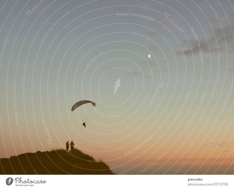 abgehoben | luftnummer Sport Natur Landschaft Urelemente Himmel Sommer Schönes Wetter Küste Strand Nordsee fliegen Abenteuer elegant Erholung