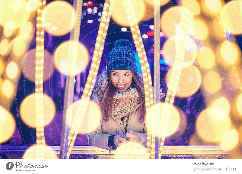 Frau Mensch Jugendliche Weihnachten & Advent Junge Frau schön Erholung Winter dunkel 18-30 Jahre Lifestyle Erwachsene Feste & Feiern blond Lächeln Lebensfreude