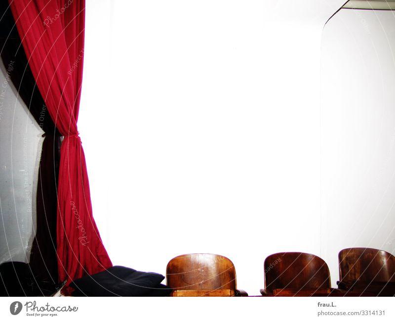 Filmraum Veranstaltung Kino Filmindustrie Video außergewöhnlich einzigartig retro Kinosaal Vorhang Gardine Samt Kinosessel Holz Wand Farbfoto Innenaufnahme