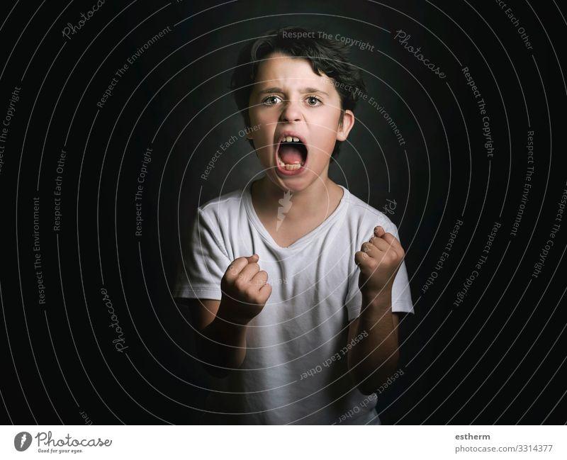 wütender Junge Mensch maskulin Kind Familie & Verwandtschaft Kindheit 1 8-13 Jahre Fitness schreien Traurigkeit Aggression verrückt Wut Sorge Schmerz Einsamkeit
