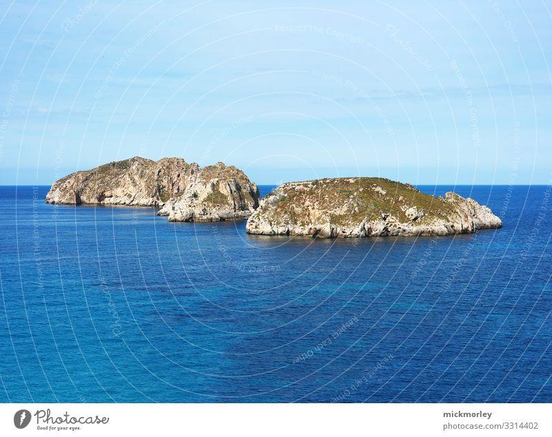Zwei einsame Inseln im Meer Zufriedenheit Sinnesorgane Erholung ruhig Ferien & Urlaub & Reisen Tourismus Ausflug Ferne Freiheit Sommer Sommerurlaub Sonne Umwelt