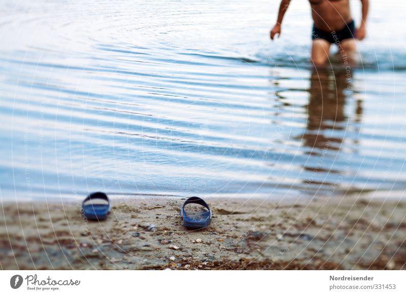 Badewetter Ferien & Urlaub & Reisen Camping Sommer Sommerurlaub Strand Meer Mensch maskulin Mann Erwachsene Seeufer Schuhe Sand Wasser Schwimmen & Baden nass
