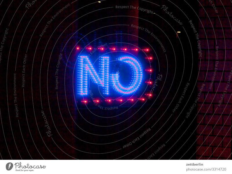 NO Stadt dunkel Berlin Deutschland kaputt Information Hauptstadt Werbung Wort Kino Leuchtreklame Leuchtdiode Aussage Verneinung