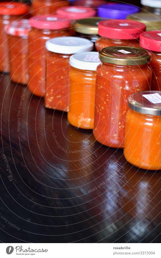 Hamstern und Lagerhaltung eingekochter Tomaten | corona thoughts hamstern Gläser einkochen haltbar Reserve Vorrat Vorratshaltung Regal selbstgemacht