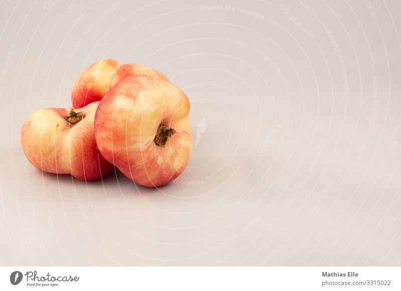 3 Pfirsiche Lebensmittel Frucht Nektarine Ernährung Bioprodukte Vegetarische Ernährung Fingerfood gelb grau orange genießen Gesundheit Farbfoto Studioaufnahme