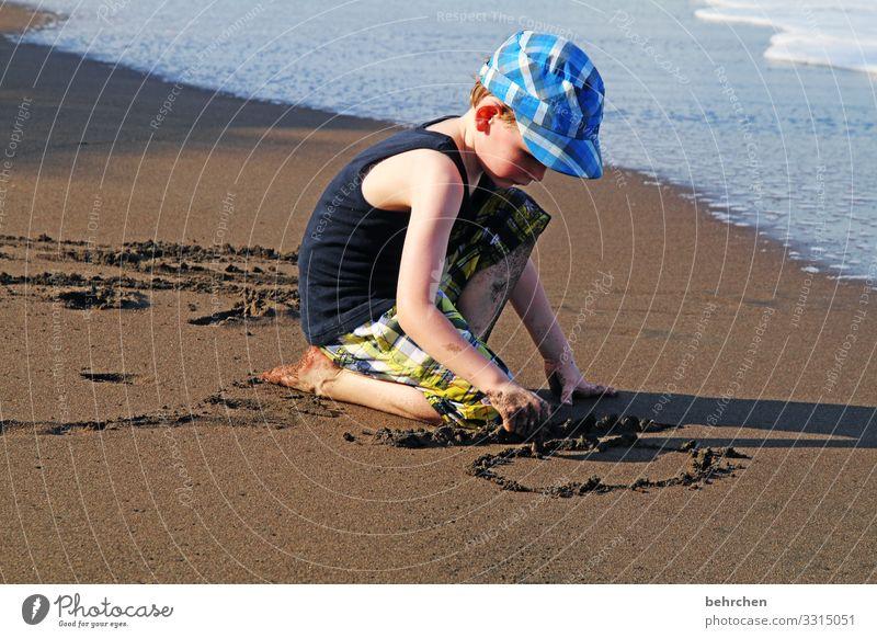 geschriebenes | in sand Kind Ferien & Urlaub & Reisen Hand Meer Ferne Strand Gesicht Erwachsene Küste Familie & Verwandtschaft Junge Tourismus Spielen Freiheit