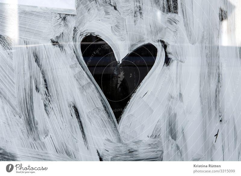 anstreicherherz Valentinstag Hochzeit Fenster Zeichen Herz Liebe niedlich trashig herzlich Romantik Fensterscheibe Anstrich Außenaufnahme Tag