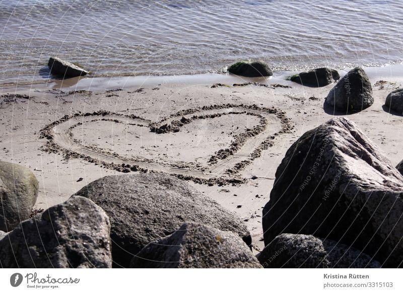 sandherz Strand Meer Valentinstag Hochzeit Geburtstag Landschaft Küste Ostsee Zeichen Herz Liebe Verliebtheit Romantik herzförmig herzlich Sand Sandstrand