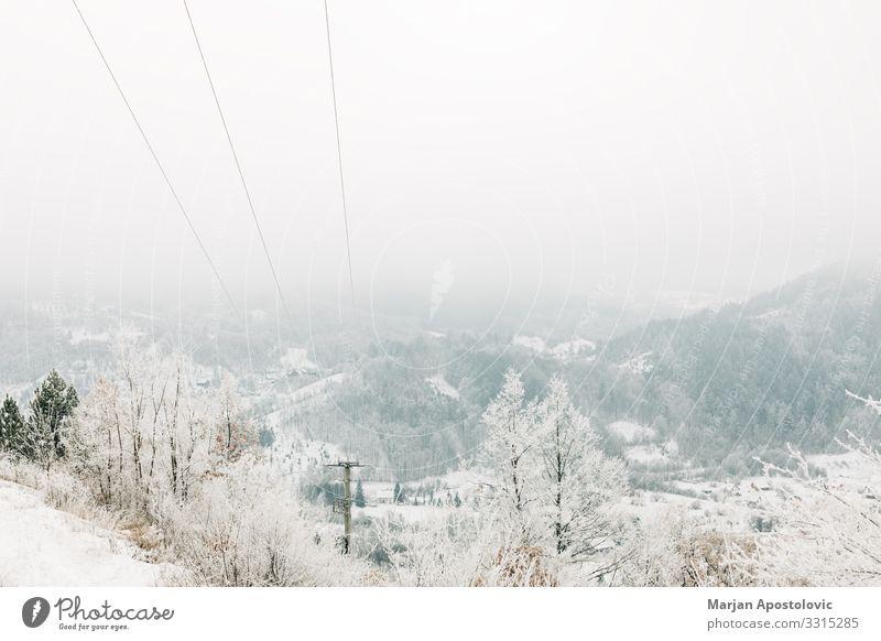 Landschaft in den schneebedeckten Bergen Natur Winter Wetter Nebel Schnee Wald Berge u. Gebirge kalt natürlich wild weiß Stimmung Abenteuer
