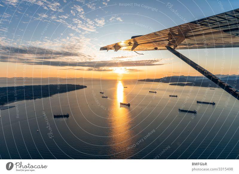Sonnenuntergang über Strait of Georgia Vancouver Kanada Nordamerika Stadt Hafenstadt Verkehr Verkehrsmittel Verkehrswege Güterverkehr & Logistik Schifffahrt