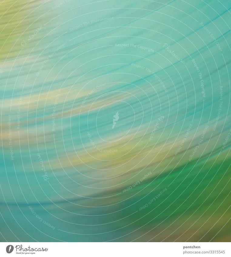 Farbverläufe durch sich schnell bewegenden Globus. Klimawandel, Fortschritt, Globalisierung Erde Kugel Bewegung drehen Geschwindigkeit blau gelb verschwimmen