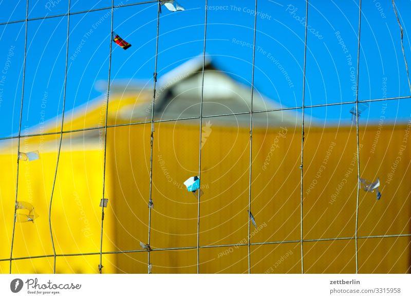 Philharmonie mit Zaun Architektur avant garde Bauhaus Berliner Philharmonie Fassade hans scharoun Konzert Konzerthalle Konzerthaus Kultur Kulturforum Berlin