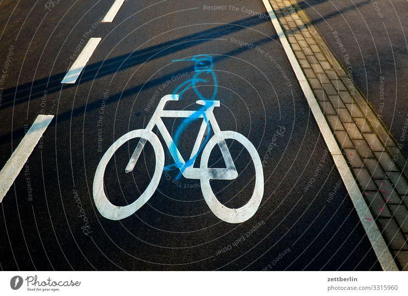 Fahrradweg Asphalt Fahrbahnmarkierung Fahrradfahren Fahrradtour Hinweis Grafik u. Illustration Linie Mann Schilder & Markierungen Mensch Navigation Orientierung
