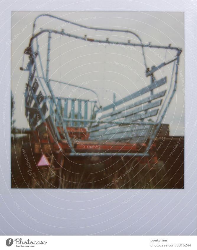 Polaroidfoto von landwirtschaftlichem Gefährt Mähdrescher Landwirtschaft Forstwirtschaft stagnierend Bauernhof Anhänger Heu Ernte Arbeit & Erwerbstätigkeit