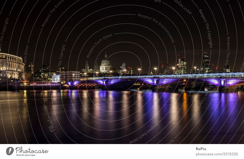 Die Skyline von London bei Nacht. Lifestyle Stil Design Leben harmonisch Erholung Ferien & Urlaub & Reisen Tourismus Sightseeing Städtereise Kunst Architektur