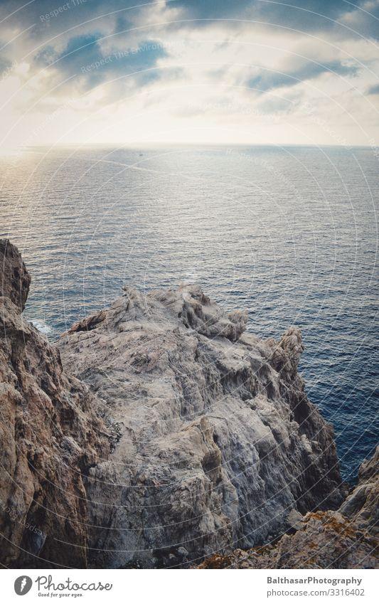 Felsvorsprung (Mittelmeer) Ferien & Urlaub & Reisen Tourismus Sommer Sommerurlaub Meer Insel Umwelt Natur Urelemente Wasser Himmel Wolken Schönes Wetter Wärme