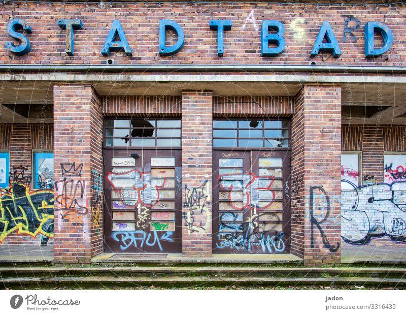 stadtbad. alt Stadt Haus Architektur Graffiti Wand Gesundheitswesen Gebäude Mauer Schwimmen & Baden Fassade Treppe Schriftzeichen Schilder & Markierungen