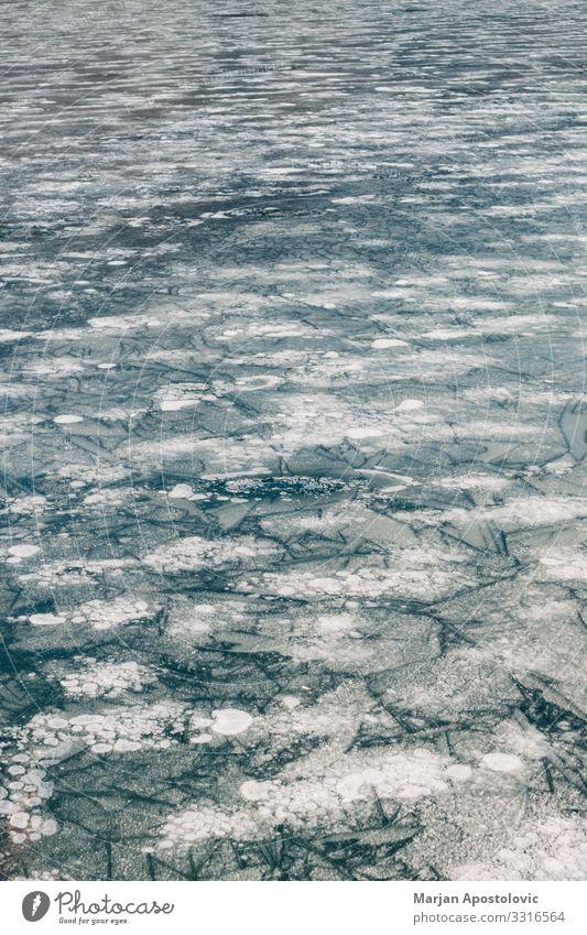Oberfläche des gefrorenen Sees Natur Wasser Winter Eis Frost Fluss frieren kalt natürlich blau Stimmung Umwelt Wetter Wasseroberfläche Hintergrundbild Farbfoto
