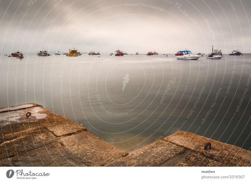 Parkplatz Himmel Gewitterwolken Horizont Sommer schlechtes Wetter Küste Meer Schifffahrt Bootsfahrt Fischerboot Sportboot Hafen blau mehrfarbig gelb grau rot