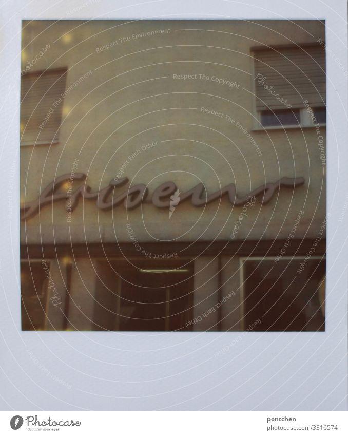 Polaroid von Verwahrloster hausfassade mit Schild Friseur Arbeit & Erwerbstätigkeit Beruf Dienstleistungsgewerbe Handwerk alt Billig hässlich trist