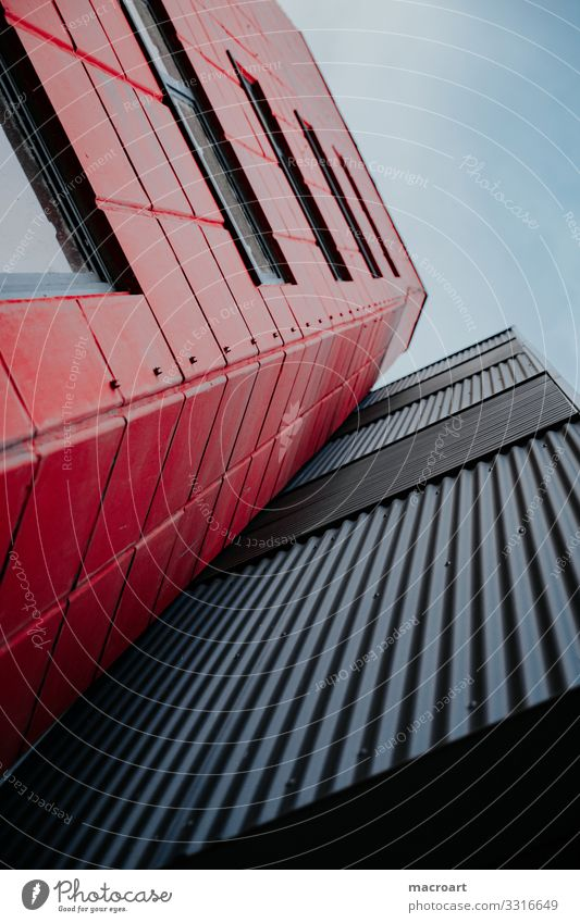 Architektur Bauwerk Gebäude bauen Strukturen & Formen Linie Metall Wellblech rot schwarz Himmel Froschperspektive Fenster Glas Hochformat