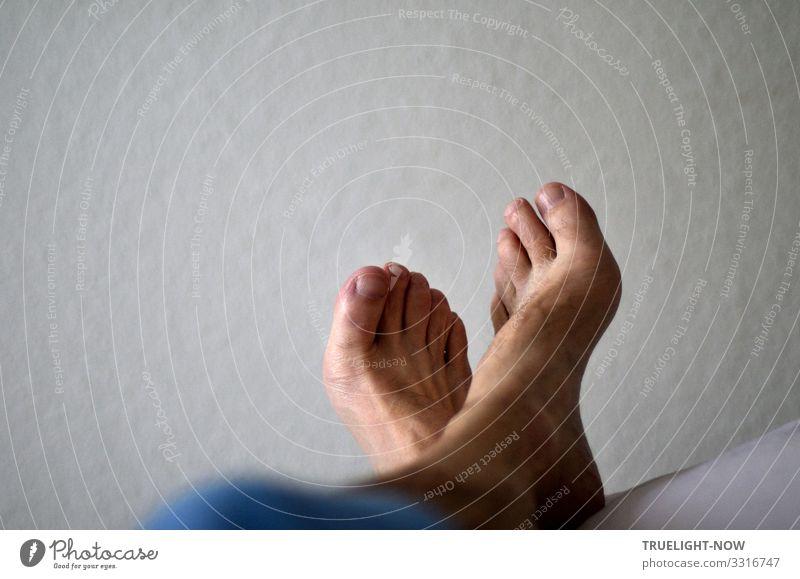 Selfie: Hetz' mich nich!!!   Hautsache Mann nackt Erotik Erholung ruhig Freude Gesundheit Lifestyle Leben Senior Gesundheitswesen Fuß Häusliches Leben Wohnung