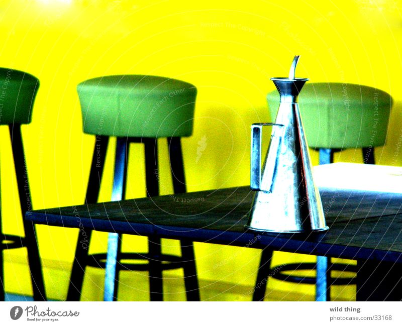 yellow and green Club Restaurant Café Pub ausgehen