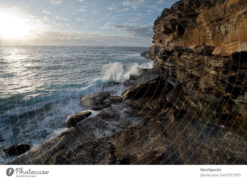 Morgen in Bronte Natur Ferien & Urlaub & Reisen blau Stadt schön Wasser Sommer Meer Landschaft Strand Ferne Küste grau Felsen braun Wellen