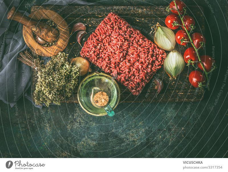Rohes Hackfleisch mit Kochzutaten Lebensmittel Fleisch Gemüse Kräuter & Gewürze Öl Ernährung Bioprodukte Geschirr Design Häusliches Leben Küche Restaurant raw
