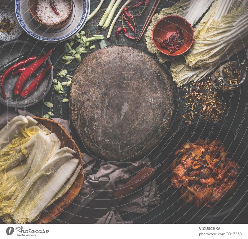 Kimchi Zubereitung mit Zutaten Lebensmittel Gemüse Kräuter & Gewürze Ernährung Bioprodukte Vegetarische Ernährung Diät Asiatische Küche Geschirr Design
