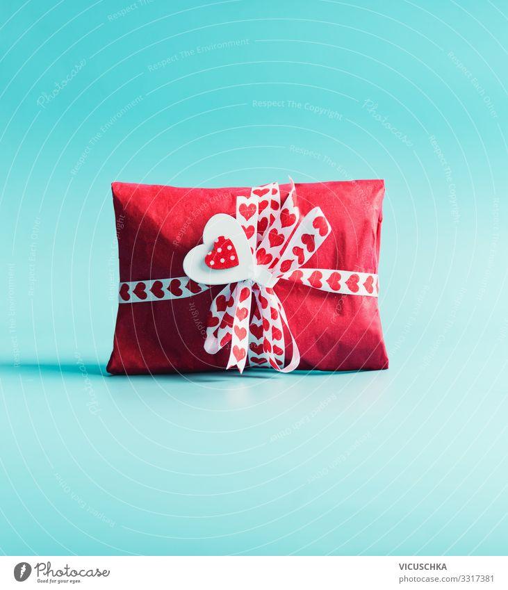 Valentinstag Geschenk im roten Papier mit Herzen kaufen Stil Design Feste & Feiern Geburtstag Verpackung Dekoration & Verzierung Liebe valentines day birthday