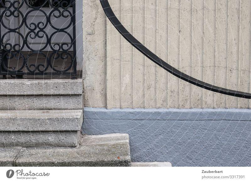 Stufen, Gitter, Geländer Haus Gebäude Treppe Fassade Tür Türgitter Treppengeländer Schmiedekunst Stein Metall warten blau grau ruhig zurückhalten Ordnung