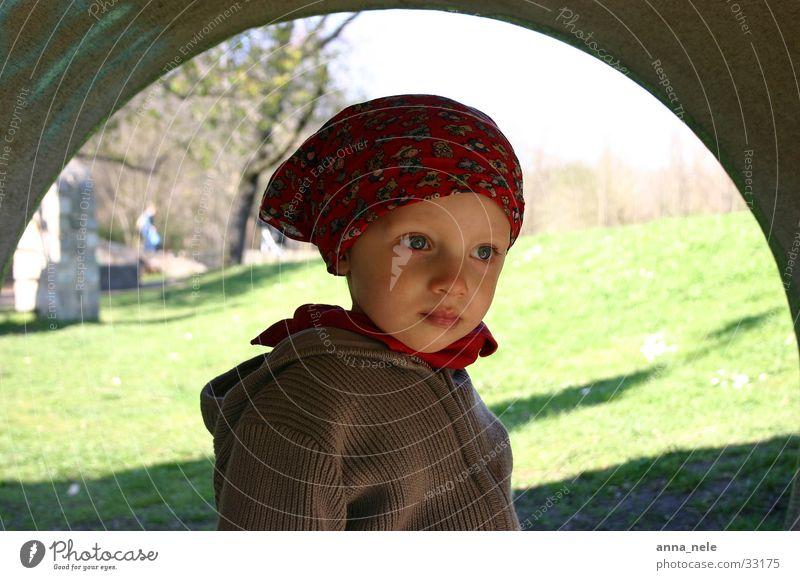 luca maria Kind träumen Mädchen Kopftuch Natur