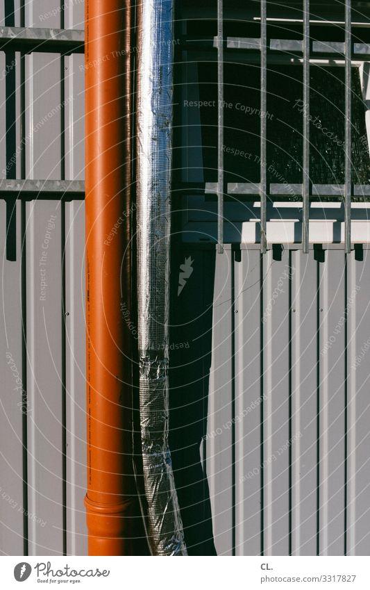 rohre Baustelle Röhren Fallrohr Gitter Container Metall grau rot silber Fenster Farbfoto Außenaufnahme Menschenleer Tag
